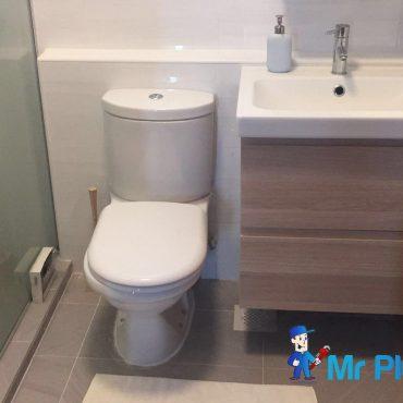 change-toilet-bowl-installation-plumber-singapore_wm.jpeg