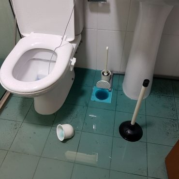 clogged-drain-repair-plumber-singapore_wm.jpg