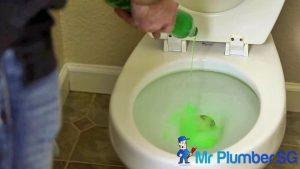 Pour-Dish-Detergent-Mr-Plumber-Singapore_wm