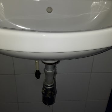 Replace-wash-basin-tap-plumber-singapore-2_wm.jpg
