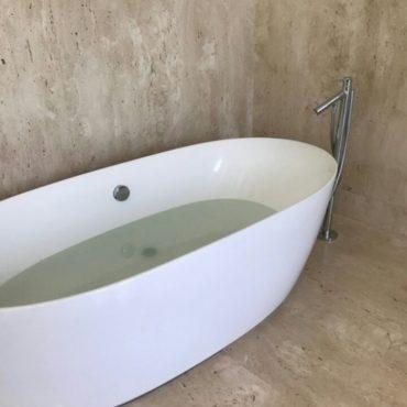 clear-bathtub-choke-plumber-singapore_wm.jpg